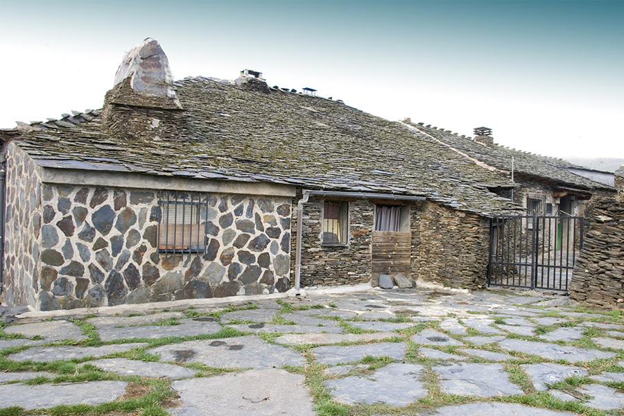 Campillo de Ranas, núcleo de la Arquitectura Negra